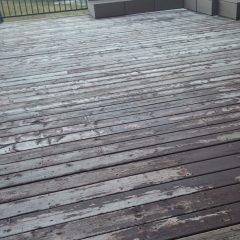 Pourquoi la teinture de mon patio écaille?